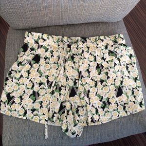 🆕 French Connection Shorts, Size 4, Floral Green